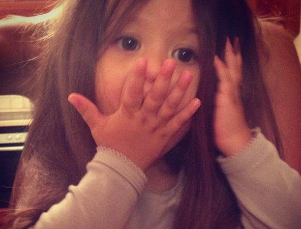 Виктория Боня показала свою длинноволосую дочурку