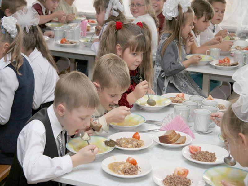 Школьники будут рассчитываться за обед «пластиком»?