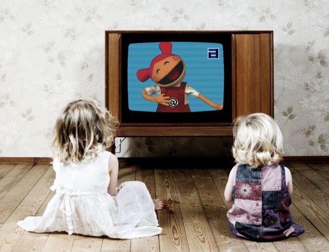 Почему важно не кормить детей у телевизора?