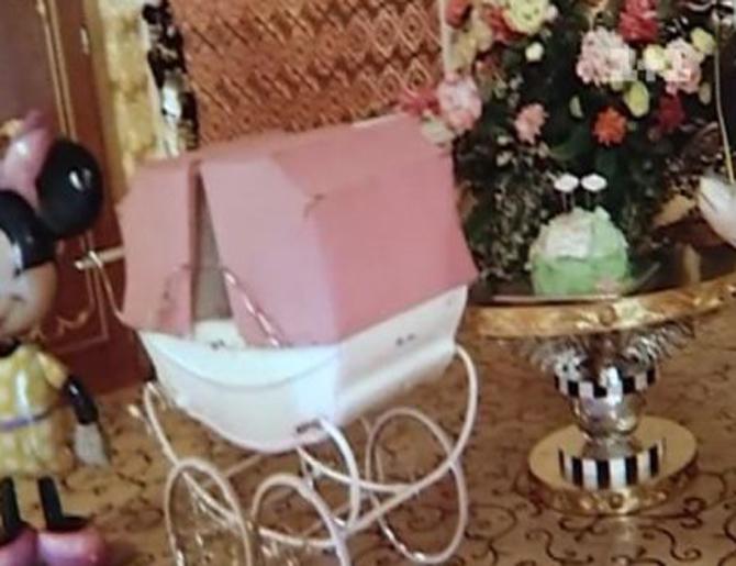 Камалия расщедрилась на коляску по цене шикарной иномарки