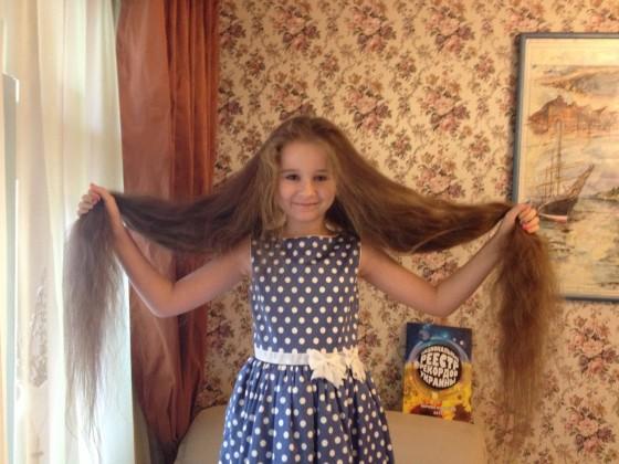У девочки отрасли волосы почти что до пят!