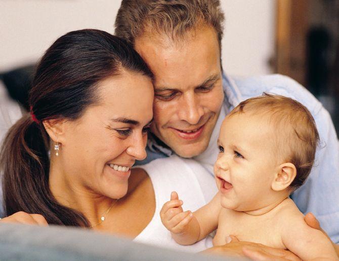 Дети, рожденные суррогатными мамами, получают больше тепла от родителей