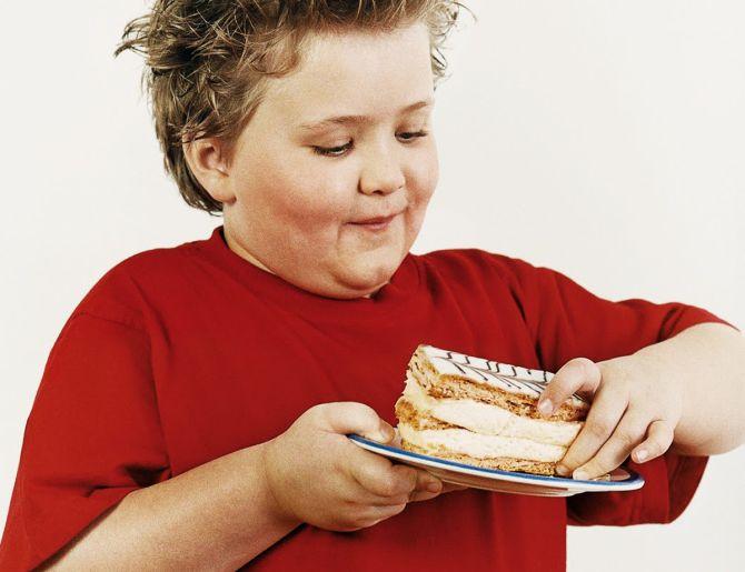 У ребенка избыточный вес: как помочь ему адаптироваться в коллективе