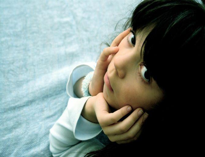 Твой кроха страдает от осенней депрессии: как помочь