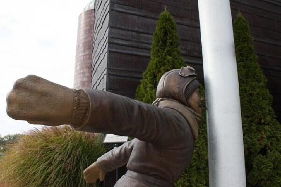 В США появился необычный памятник ребенку!