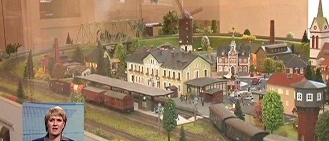 В Днепропетровске школьники создали настоящую мини-железную дорогу