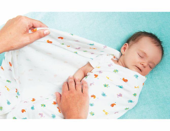 Врачи нашли новые доводы против пеленания младенцев