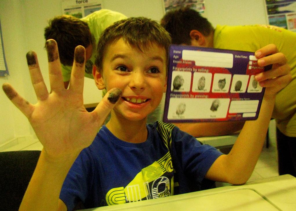 Школьники Украины сдадут свои отпечатки пальцев