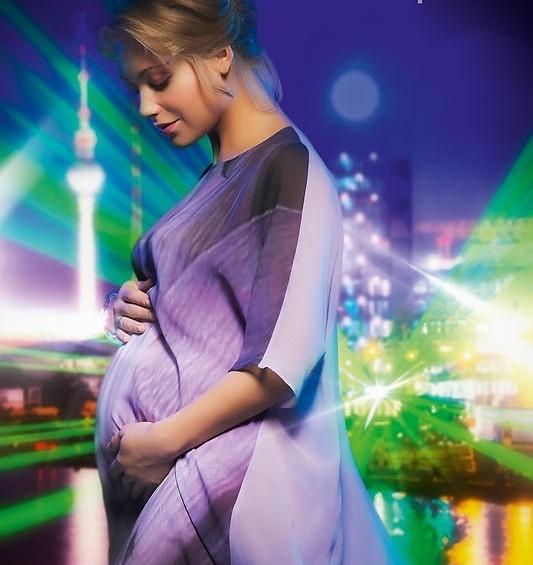 Кристина Асмус на последнем месяце беременности снялась для календаря