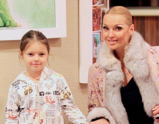 Анастасия Волочкова делает из восьмилетней дочери гламурную диву