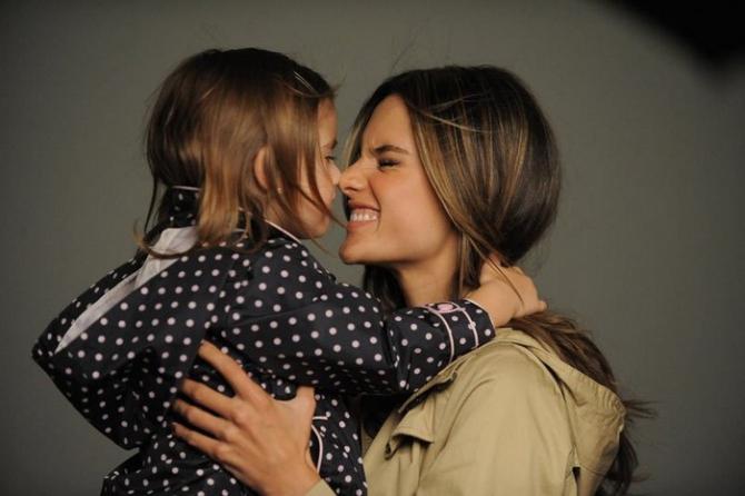 Дети доверяют красивым людям больше, чем менее привлекательным