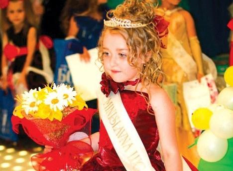 Самая красивая девочка Украины – ровенчанка в платье из конфет и кристаллов Сваровски