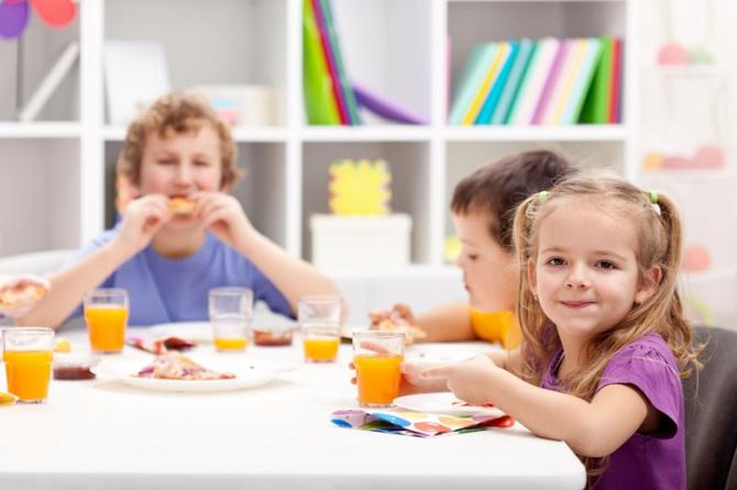 Рацион школьника зимой: Какими продуктами и как часто кормить ребенка