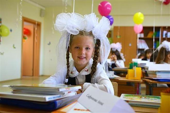 Маленькая школьница пожаловалась политику на большую нагрузку в школе