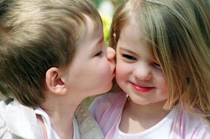 Малыш поцеловал девочку и получил звание маньяка