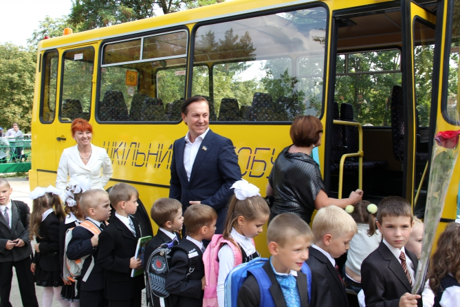 За школьными автобусами в Украине будут следить со спутника