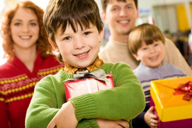Фонд социального страхования по ВПТ обеспечил детей новогодними подарками
