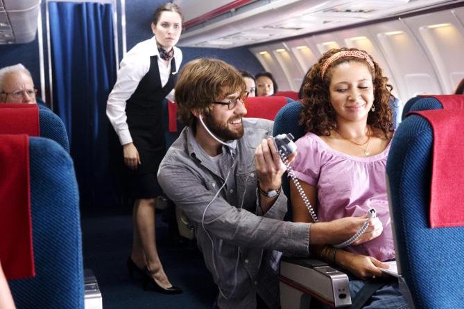Беременный рейс: Женщина родила на борту самолета
