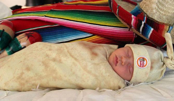 Младенец в стиле буррито: В Калифорнии изобрели забавные пеленки