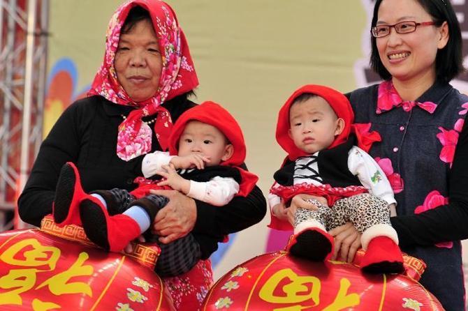Счастье позднего материнства: Китаянка смогла стать мамой в 60