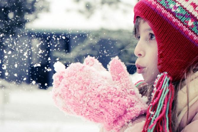 Учеба заморожена: В Донбассе 26-градусный холод закрыл около 150 школ