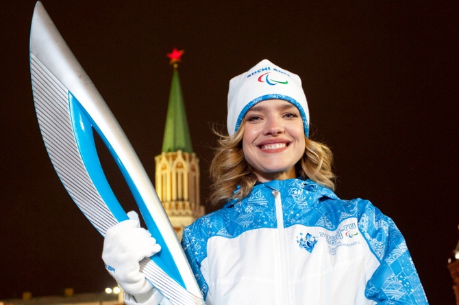 Беременная модель Водянова будет нести олимпийский огонь