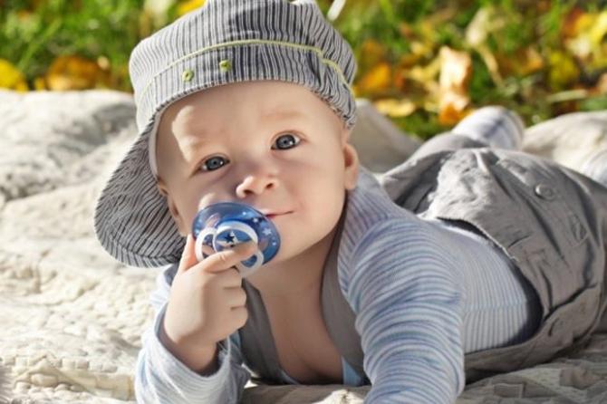 Вредные пустышки: Соски особенно плохо влияют на психику мальчиков