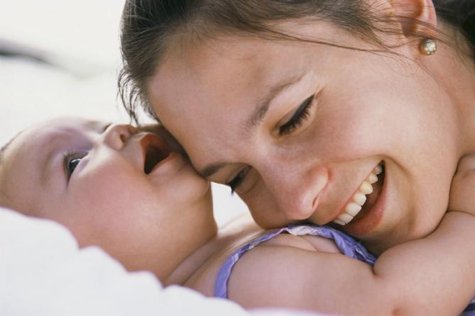 Забота и генетика: Родительское безразличие влияет на ДНК малыша