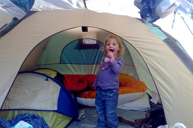 Отправиться в поход и заночевать в палатке.