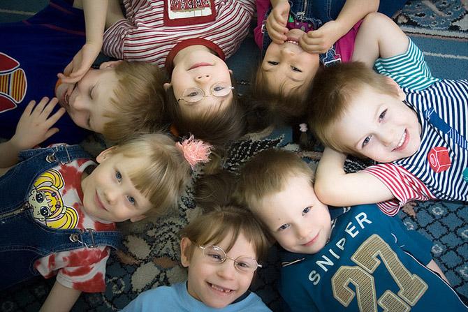 ТОП-5 регионов Украины, где меньше всего сирот