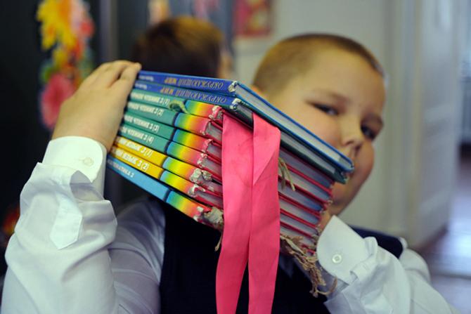 В МОН предоставили грифы учебникам для шестиклассников