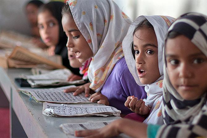 В Пакистане проводят уроки сексологии для девочек