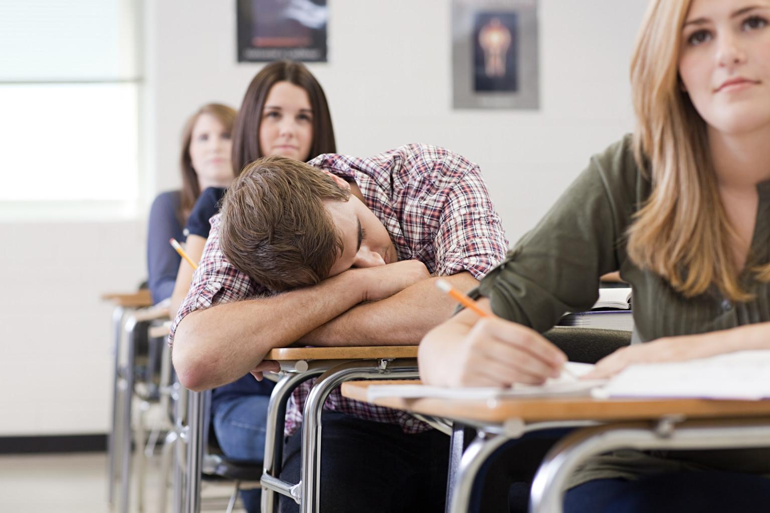 Ученики раздели учителя когда та спала 17 фотография