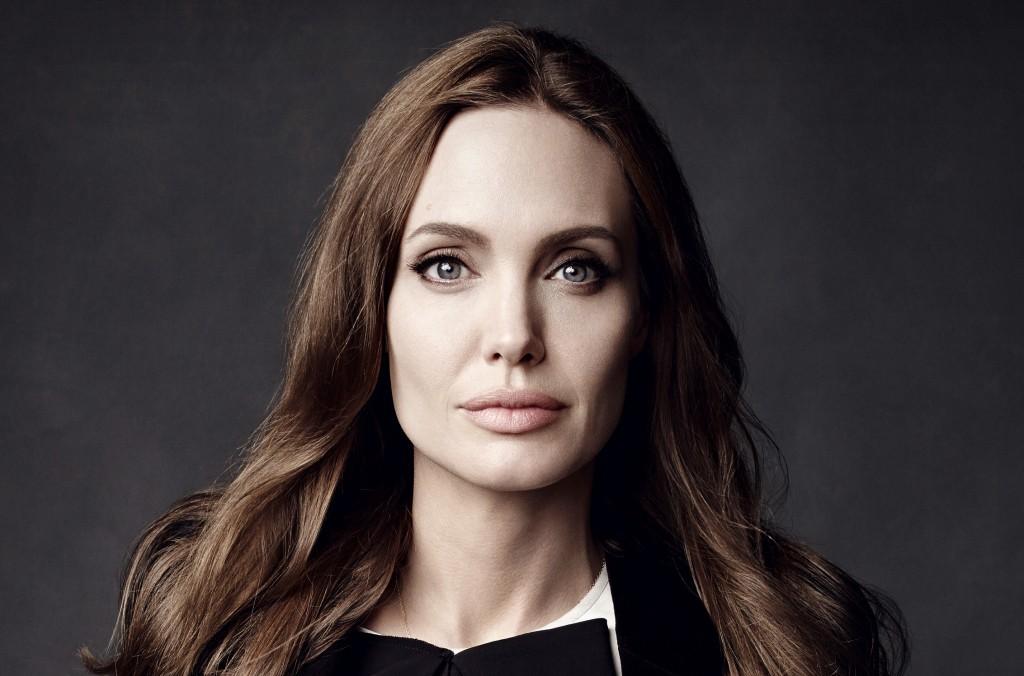 Анджелина Джоли впервый раз вышла всвет после развода