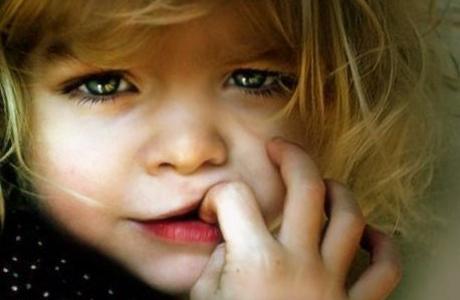 Ребенок боится других детей
