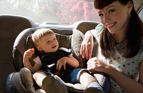 Ребенка укачивает в транспорте
