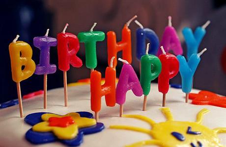 Подарок на день рождения или на день рождения как правильно написать