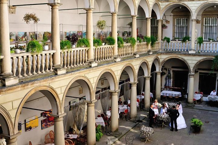 Картинки по запросу итальянский дворик львов