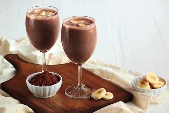 Бокалы с шоколадным смузи