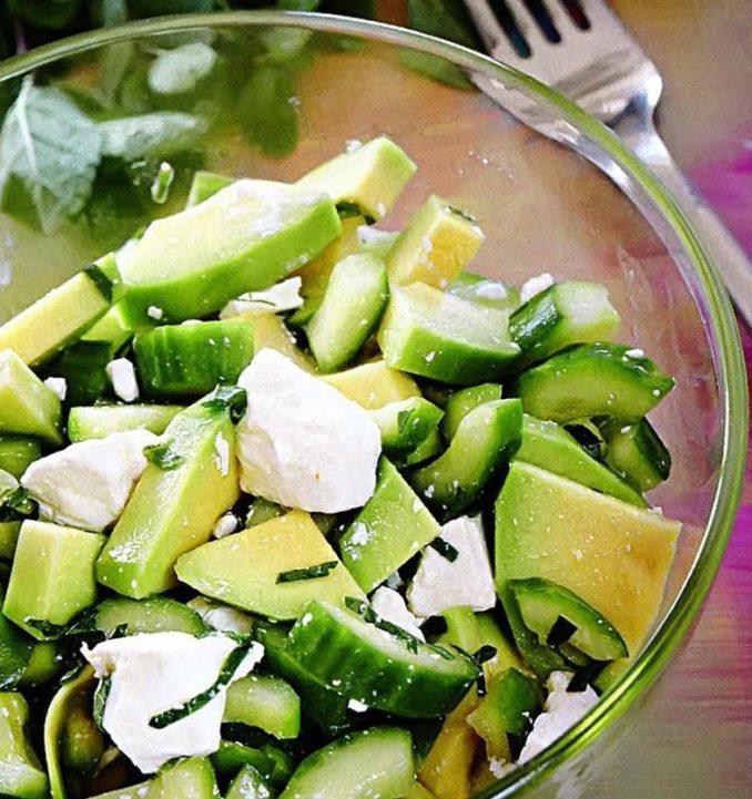 Салат из авокадо с помидорами и огурцами рецепт с