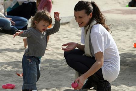В форме и с ребенком