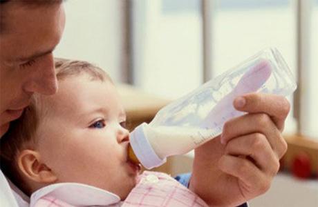 Сцеживание молока для ребенка