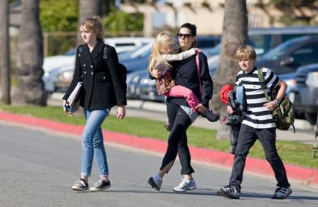 Сандра с детьми