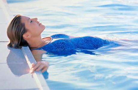Снять усталость в воде