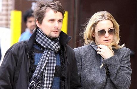 А вот уже в 2010 году она начинает встречатся с Мэттью Беллами