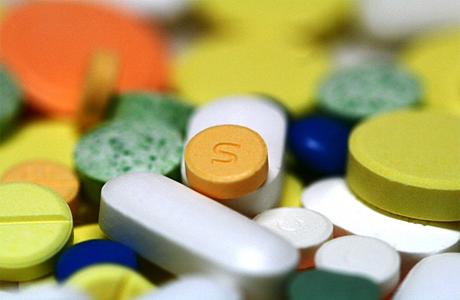 Для лечения болезни, детям дают препараты