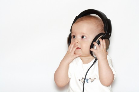 Малыш и музыка