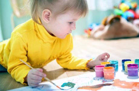 Малыш рисует деньги…