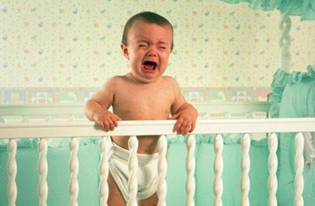 Не оставляй малыша плакать в одиночестве