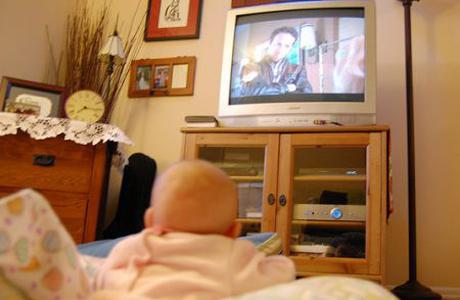 Усиляются тик когда ребенок смотрит телевизор